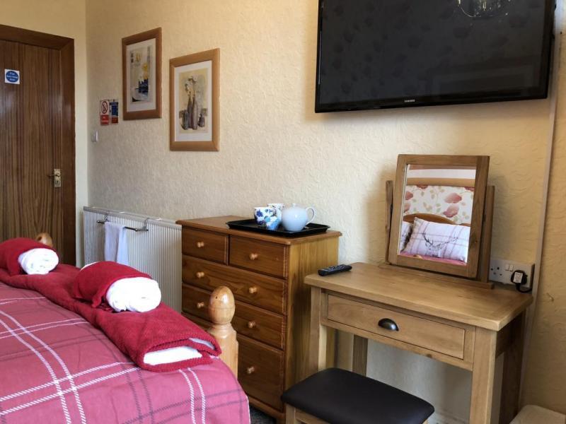 castle-walk-BB-double-room-standard-city-view-2