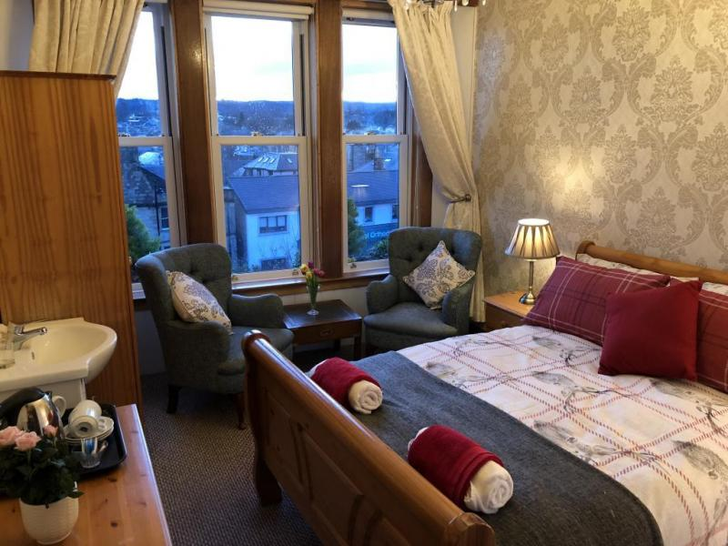 castle-walk-BB-double-room-standard-city-view-5