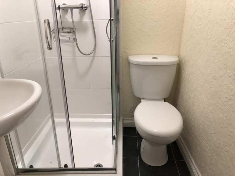 castle-walk-BB-Small-double-room-ensuite-bathroom-garden-view-1